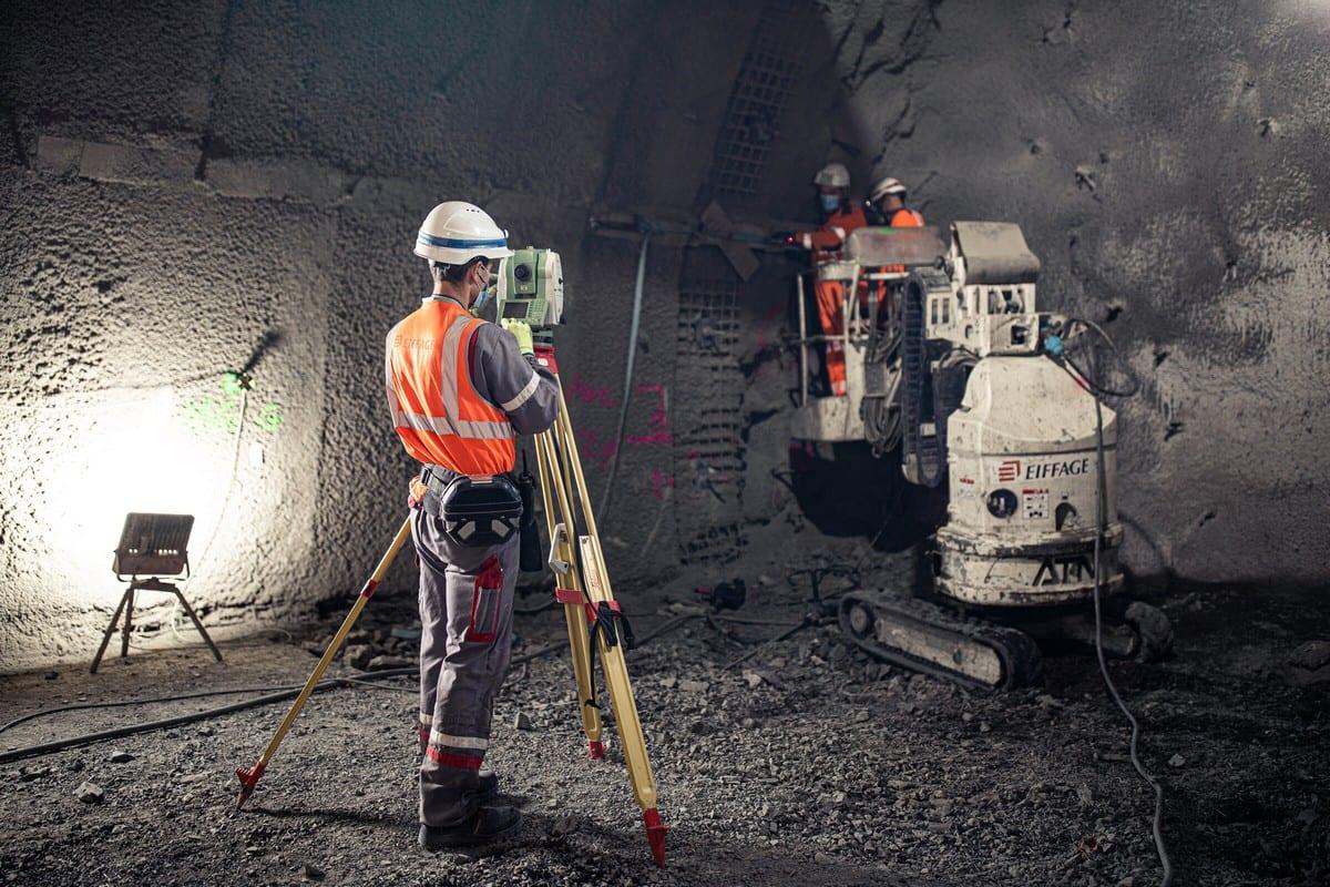 Relevé topographique dans une galerie souterraine en cours de creusement - CMHM - ©Andra / A. Daste